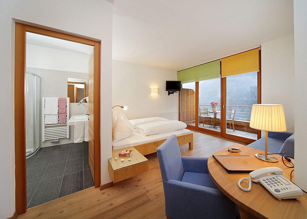 hotel reiner zimmeransicht gross urlaub s dtirol. Black Bedroom Furniture Sets. Home Design Ideas